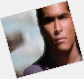 "<a href=""/hot-men/eric-schweig/is-he-married-what-doing-now-where-dating"">Eric Schweig</a> Average body,  black hair & hairstyles"