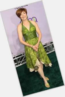"<a href=""/hot-women/frances-fisher/is-she-related-carrie-lauren-holly-married-marg"">Frances Fisher</a> Average body,  dark brown hair & hairstyles"