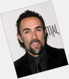 "<a href=""/hot-men/francesco-quinn/is-he-where-buried-tall-son"">Francesco Quinn</a> Slim body,  black hair & hairstyles"