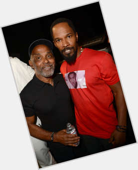 "<a href=""/hot-men/frankie-beverly/is-he-retiring-ill-married-sick-pam-moore"">Frankie Beverly</a> Average body,  black hair & hairstyles"