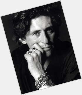 "<a href=""/hot-men/gabriel-byrne/is-he-married-related-rose-dating-father-relationship"">Gabriel Byrne</a> Average body,  dark brown hair & hairstyles"
