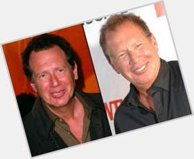 "<a href=""/hot-men/garry-shandling/is-he-married-sick-jerk-dictator-what-doing"">Garry Shandling</a> Average body,  dark brown hair & hairstyles"
