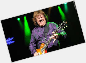 "<a href=""/hot-men/gary-moore/is-he-best-guitarist-alive-married-where-buried"">Gary Moore</a> Average body,  dark brown hair & hairstyles"