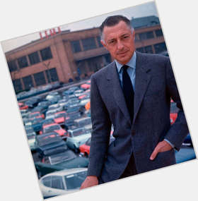 "<a href=""/hot-men/gianni-agnelli/is-he-bi-2014"">Gianni Agnelli</a> Average body,  light brown hair & hairstyles"