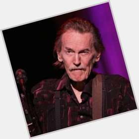 "<a href=""/hot-men/gordon-lightfoot/is-he-alive-married-indian-ill-still-performing"">Gordon Lightfoot</a> Average body,  salt and pepper hair & hairstyles"