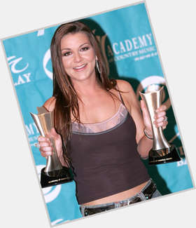 Gretchen Wilson dark brown hair & hairstyles Athletic body,