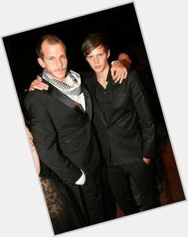 "<a href=""/hot-men/gustaf-skarsgard/is-he-related-alexander-married"">Gustaf Skarsgard</a> Average body,  dark brown hair & hairstyles"