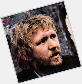 "<a href=""/hot-men/harry-nilsson/is-he-alive-trailer-watch-online-netflix-soundtrack"">Harry Nilsson</a> Average body,  blonde hair & hairstyles"