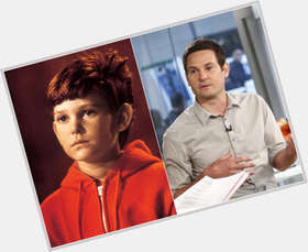 "<a href=""/hot-men/henry-thomas/is-he-betrayal-married-sick-walking-contraband-saving"">Henry Thomas</a> Slim body,  dark brown hair & hairstyles"