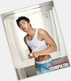 "<a href=""/hot-men/hyun-bin/is-he-married-dating-back-military-singer-service"">Hyun Bin</a> Athletic body,"