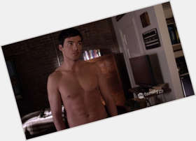 "<a href=""/hot-men/ian-harding/is-he-single-dating-anyone-vow-leaving-pll"">Ian Harding</a> Average body,  dark brown hair & hairstyles"