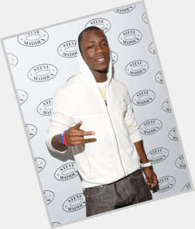"<a href=""/hot-men/iyaz/is-he-jamaican-married-akons-brother-illuminati-british"">Iyaz</a> Average body,  dark brown hair & hairstyles"