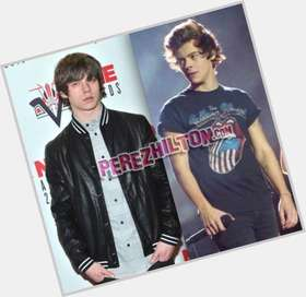 "<a href=""/hot-men/jake-bugg/is-he-country-good-live-drugs-depressed-stoner"">Jake Bugg</a> Average body,  dark brown hair & hairstyles"