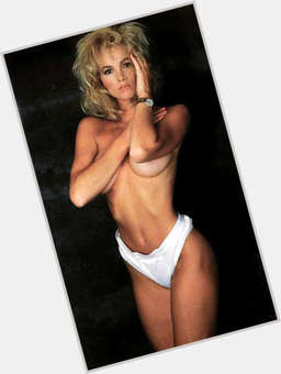 "<a href=""/hot-women/janet-jones/is-she-gretzky-pregnant-tall-darynda-evanovich"">Janet Jones</a> Average body,  dyed blonde hair & hairstyles"