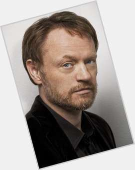 "<a href=""/hot-men/jared-harris/is-he-bi-2014"">Jared Harris</a> Average body,  red hair & hairstyles"