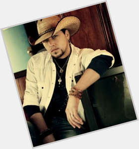 Jason Aldean dark brown hair & hairstyles Average body,