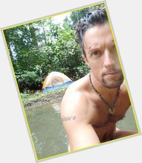 "<a href=""/hot-men/jason-mraz/is-he-christian-single-bi-vegan-dating-mormon"">Jason Mraz</a> Slim body,  light brown hair & hairstyles"