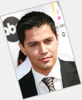 "<a href=""/hot-men/jay-hernandez/is-he-mexican-married-daniella-deutscher-still-single"">Jay Hernandez</a> Average body,  black hair & hairstyles"