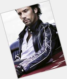 "<a href=""/hot-men/jay-kay/is-he-black-single-twitter-having-baby-jerk"">Jay Kay</a> Average body,  dark brown hair & hairstyles"