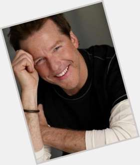 "<a href=""/hot-men/jeff-dunham/is-he-married-christian-funny-divorce-still-single"">Jeff Dunham</a> Average body,  dark brown hair & hairstyles"