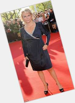 "<a href=""/hot-women/jennifer-saunders/is-she-still-married-harry-potter-left-handed"">Jennifer Saunders</a> Average body,  dyed blonde hair & hairstyles"