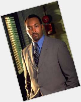 "<a href=""/hot-men/jesse-l-martin/is-he-married-dating-going-sing-smash-sick"">Jesse L Martin</a> Average body,  black hair & hairstyles"