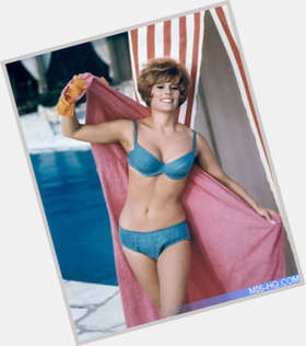 "<a href=""/hot-women/jill-st-john/is-she-still-alive-married-robert-wagner-living"">Jill St John</a> Slim body,  red hair & hairstyles"