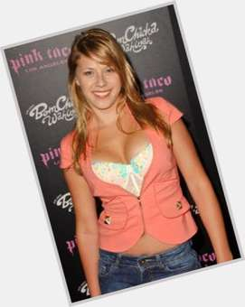 Jodie Sweetin blonde hair & hairstyles Voluptuous body,