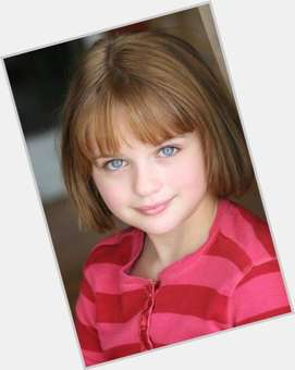 "<a href=""/hot-women/joey-king/is-she-boy-related-channing-tatum-bing-commercial"">Joey King</a> Slim body,  dyed brown hair & hairstyles"