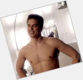 "<a href=""/hot-men/john-barrowman/is-he-gay-american-arrow-related-mark-harmon"">John Barrowman</a> Athletic body,  dark brown hair & hairstyles"