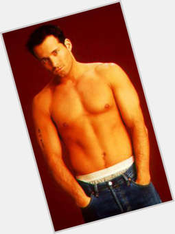 "<a href=""/hot-men/johnny-messner/is-he-actor-married-single-italian-dating-where"">Johnny Messner</a> Athletic body,  dark brown hair & hairstyles"