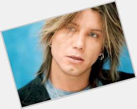 "<a href=""/hot-men/johnny-rzeznik/is-he-married-christian-drugs-getting-single-engaged"">Johnny Rzeznik</a> Average body,  light brown hair & hairstyles"