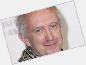 "<a href=""/hot-men/jonathan-pryce/is-he-married-tall-pope-francis-new"">Jonathan Pryce</a> Slim body,  grey hair & hairstyles"