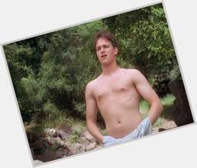 "<a href=""/hot-men/josh-charles/is-he-married-leaving-good-wife-permanently-single"">Josh Charles</a> Average body,  light brown hair & hairstyles"