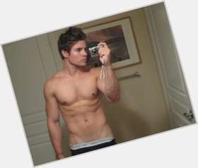 "<a href=""/hot-men/josh-henderson/is-he-christian-single-married-father-dating-julie"">Josh Henderson</a> Athletic body,  light brown hair & hairstyles"