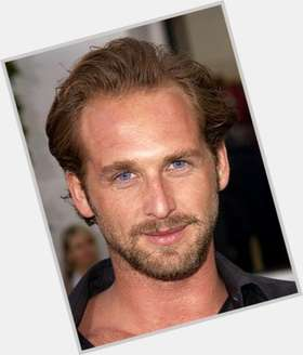 "<a href=""/hot-men/josh-lucas/is-he-married-voice-home-depot-related-matthew"">Josh Lucas</a> Average body,  blonde hair & hairstyles"