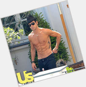 "<a href=""/hot-men/justin-theroux/is-he-irish-cheating-actor-related-paul-jerk"">Justin Theroux</a> Athletic body,  black hair & hairstyles"