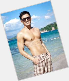 "<a href=""/hot-men/guji-lorenzana/is-he-and-kaye-abad-dating-together"">Guji Lorenzana</a> Average body,  black hair & hairstyles"