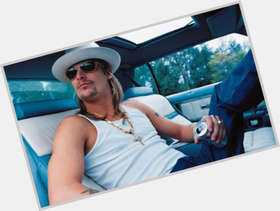 "<a href=""/hot-men/kid-rock/is-he-married-grown-ups-2-bald-berzerk"">Kid Rock</a> Average body,  light brown hair & hairstyles"
