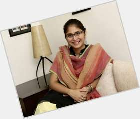 "<a href=""/hot-women/kiran-rao/is-she-telugu-hindu-pregnant-bengali-infertile-marathi"">Kiran Rao</a> Average body,  black hair & hairstyles"