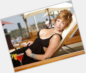 "<a href=""/hot-women/lauren-holly/is-she-married-dumb-and-dumber-2-sick"">Lauren Holly</a> Average body,  light brown hair & hairstyles"
