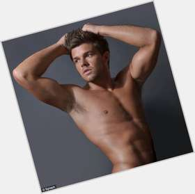 "<a href=""/hot-men/leandro-penna/is-he-famous-dating-when-birthday-what-pennas"">Leandro Penna</a> Athletic body,  light brown hair & hairstyles"