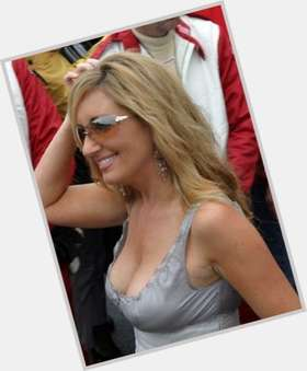 "<a href=""/hot-women/lee-ann-womack/is-she-christian-pregnant-related-connie-britton-republican"">Lee Ann Womack</a> Slim body,  dyed blonde hair & hairstyles"