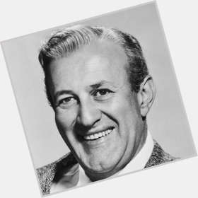 "<a href=""/hot-men/lee-j-cobb/is-he-related-jason-segel-still-alive-death"">Lee J Cobb</a> Large body,  grey hair & hairstyles"