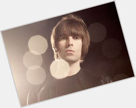 "<a href=""/hot-men/liam-gallagher/is-he-married-douche-mod-racist-good-looking"">Liam Gallagher</a> Average body,  dark brown hair & hairstyles"