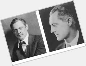 "<a href=""/hot-men/lionel-barrymore/is-he-related-drew-and-where-buried-why"">Lionel Barrymore</a> Average body,  light brown hair & hairstyles"
