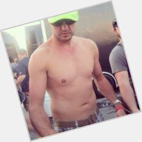 "<a href=""/hot-men/luke-bryan/is-he-married-still-single-girl-christian-divorce"">Luke Bryan</a> Average body,  dark brown hair & hairstyles"