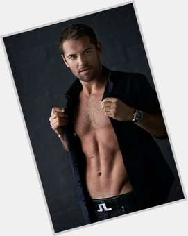"<a href=""/hot-men/daniel-macpherson/is-he-married-related-elle-brother-single-going"">Daniel Macpherson</a> Average body,  dark brown hair & hairstyles"
