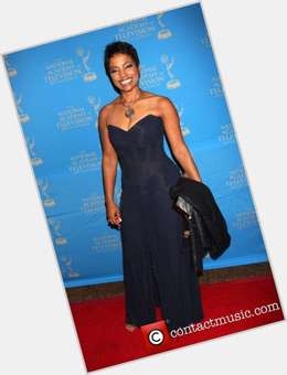 "<a href=""/hot-women/lynn-toler/is-she-real-judge-married-white-man-really"">Lynn Toler</a> Slim body,  dark brown hair & hairstyles"