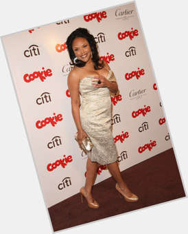 "<a href=""/hot-women/lynn-whitfield/is-she-married-alive-still-creole-biracial-mixed"">Lynn Whitfield</a> Slim body,  light brown hair & hairstyles"